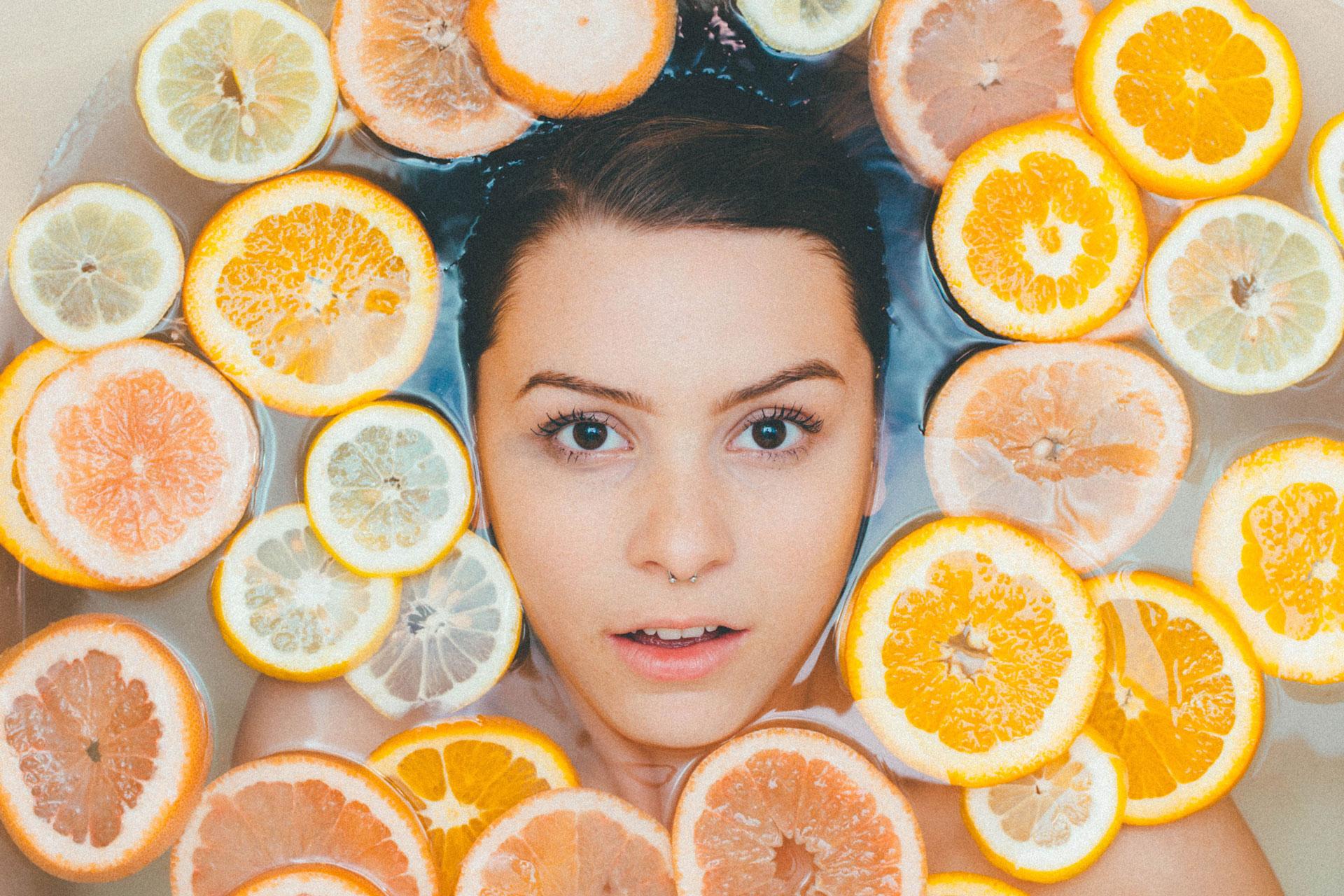 aceite vegetal en el baño para el cuidado facial